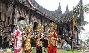Baju Tradisional minangkabau