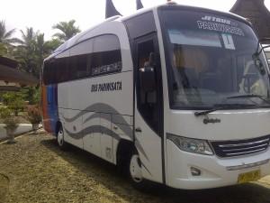 bus wisata TGSW